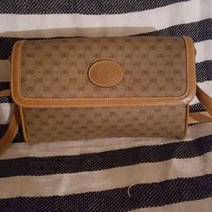 Gucci cross body purse